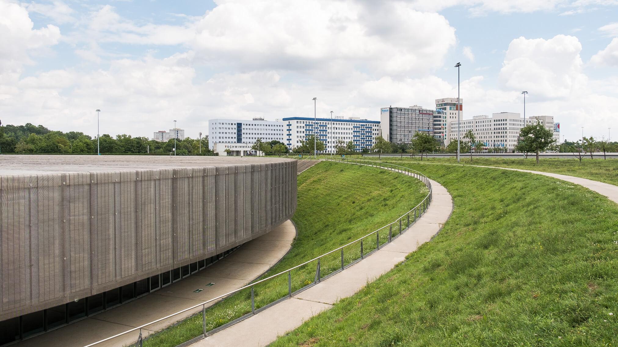 Architekturfoto Berlin Velodrom mit Blick Landshuter Allee